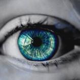 『【生霊】写真の中の男の子が移動する「呪いの目」』の画像