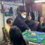 【動画】中国、またマスクせず麻雀!警察が来て雀卓破壊し説教!みんなショボーン [海外]