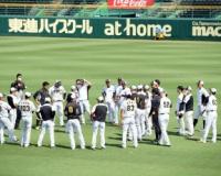 阪神、青空緊急ミーティング 巨人戦3タテ阻止へ練習前に気合