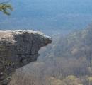 大学生が崖から落下して死亡、有名スポットで自撮りの最中に崖で足を踏み外す