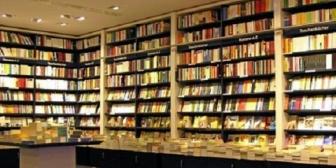 超大型書店の店員、本の場所聞いたら…超愛想無く面倒くさそうに探して来た。そこまで面倒そうにしなくてもねぇ…あなたの仕事なんだし