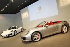 ポルシェ、ダウンサイジングターボ搭載の新型「911 カレラ」を発売!