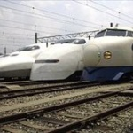 【画像】この写真の新幹線お前らは何色に見える?