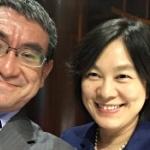河野太郎外相がまた!中国のあの怖い女性報道官とのデレデレツーショット写真を投稿 [海外]