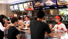 【食品】  日本のマクドナルドのカウンター を見た海外の反応
