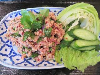 池袋の老舗タイ料理「プリック」でタイハーブ満載の東北部イサーン料理ランチ(ラープ・ムー、スップノーマイ)