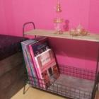 『雑誌も用意してみましたよ:フィッティングルーム準備中④』の画像