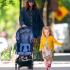 『【幸せそう…!?】イリーナ・シェイクが娘のリアとお出かけ!Irina Shayk take a stroll with daughter Lea』の画像