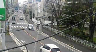 【猛者】あっ、信号機が車道に倒れる! → 信号機を支えながら警察に通報・広島市