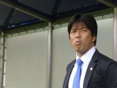 【 GIF 】磐田の名波監督はペットボトルを蹴る時にも絶妙な回転をかけている!?www