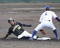 【阪神】上本、今年初盗塁にホッ 実戦では昨年5月5日の中日戦以来の二盗