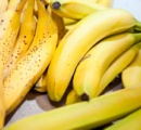 バナナをラップでくるむと、6日たっても買ったときと同じ状態にキープ