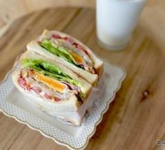 モーニングプレートをまるっとサンドイッチに