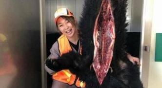 【悲報】福井県の児玉千明議員、屠殺された動物の前で自撮りし炎上wwwww