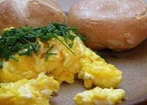 ハム炒めてスクランブルエッグと混ぜてご飯に乗せたら美味い?