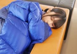 【衝撃】与田祐希、こんなところでも寝ていた・・・!!!