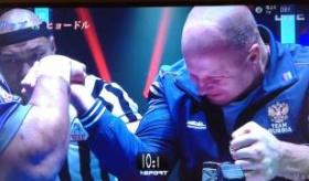 【テレビ】 日本のテレビ企画で ボブサップ と ヒョードルの腕相撲勝負が PRIDEみたいな演出でワロタ。   海外の反応