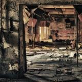 廃墟の物陰から変な女に覗かれた、それから何かが変なんだが・・・