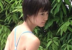 アップアップガールズ(仮)の新井愛瞳ちゃん(16)がセクシー水着グラビアに挑戦!