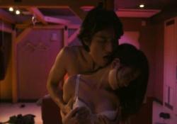 永尾まりやちゃんが下着姿で胸揉まれベロチュー耳舐め座位挿入してAV女優みたいだと話題に!