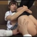 美少女JKニーハイ女子高生「佐々波綾」とリビングでエッチ綺麗なおっぱいが制服着衣で揺れる