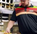バーガーキングが「客が子供のイジメとハンバーガーのイジメどっちに反応するか検証」した動画