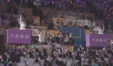 【乃木坂46】サプライズ!卒業生 若月佑美が桜井玲香に花束を渡しに登場!【真夏の全国ツアー@神宮球場 3日目】