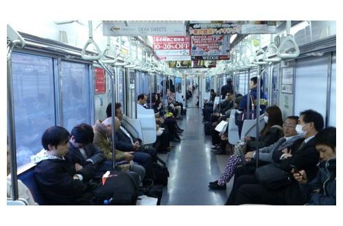 電車座りワイ「そろそろ軽く寝るか」スマホシマイー 謎の勢力「!!!!!」シュバババババババのサムネイル画像