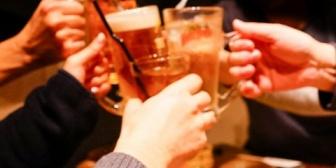 旦那が複数人(そのうち女性は1人)で飲みに行ってレシート見たら人数が二人。夫を信じたいけどモヤモヤする