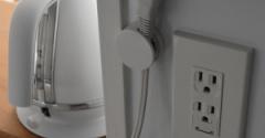 キッチン整理&ポチレポ◇無印マグネット付クリップでケーブルホルダー