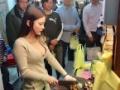 赤字で苦しむ台湾の肉屋さん、即ハボ美女に一日店長をやってもらった結果店がwwwww(画像あり)