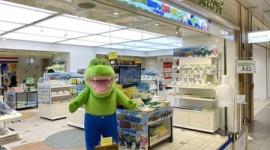 【電通案件】東京駅の「100日後に死ぬワニ」ショップ、店内ガラガラwwwww