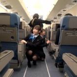 『【乃木坂46】これは際どい…田村真佑と掛橋沙耶香、しゃがんで見えそうになる…』の画像