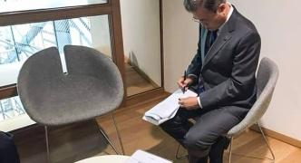 【悲報】アジア欧州会議ASEMの各国首脳 韓国の文大統領を置き去りに団体記念撮影を終わらせてしまう