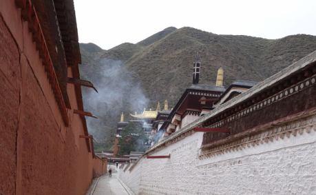 """最初の目的地はチベットの""""お寺"""""""