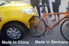 中国人「トンネル崩落ごときで潰れてしまう日本車の安全性低すぎ」