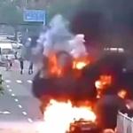 【動画】中国、走行中の自動車が突然、爆発!しばらくして、さらに大爆発~!