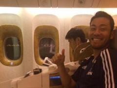【画像】吉田麻也がイランへ向かう機内の写真をアップ!隣の席には長谷部!「長時間フライト、整わね〜」www