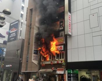 【速報】東京・渋谷センター街の4階建てビルで火事火災 逃げ遅れた人もいるらしい(動画・画像あり)