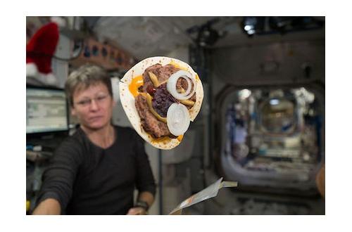 【宇宙】禁断の焼きたてパンを宇宙で食べられる日が来る?のサムネイル画像