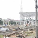 『消えゆく都心の普通列車、系統分離されたチカラン駅を観察』の画像