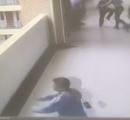 小5男児、遠足の班分けでブチギレ、4階から飛び降り重傷