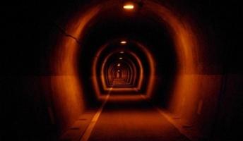 実家の近くに地元の人間は近づかないトンネルがあるんだが・・・