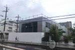 京阪交野市駅前の元三菱UFJ銀行の建物に白い囲いがついて何かが始まる雰囲気