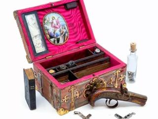 【画像】吸血鬼ハンターの謎の小箱が競売にかけられるwwwww