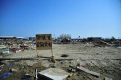 【ミステリー?】 東北震災被災地に乱立する謎の看板
