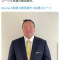 大横綱・白鵬さん、さらりとスーツを着こなす