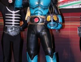 及川光博の仮面ライダー姿がスタイル悪すぎと話題に