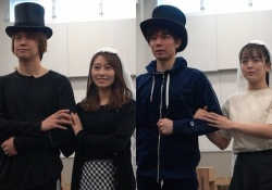隣の俳優ウラヤマシイ・・・桜井玲香、舞台稽古中の画像・・・ここまでするのかッ・・・