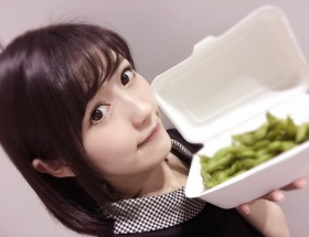 【悲報】握手会会場で売ってる渡辺麻友の普通の枝豆が600円www